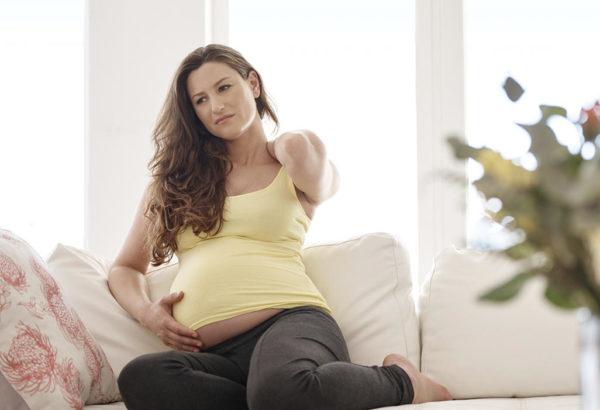 ¿Cómo alivio el dolor de espalda producto de mi embarazo?